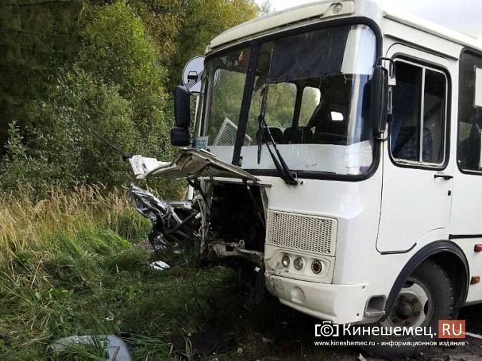 На трассе Кинешма - Юрьевец водитель «Тойоты» погиб в лобовом ДТП с автобусом фото 5