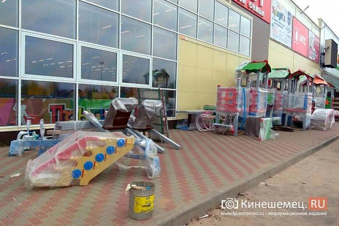 У гипермаркета «Лига Гранд» возводится огромная площадка для детей фото 9