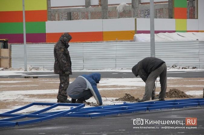 Переживет ли зиму уложенное в ненастье покрытие мини-стадиона на ул.Гагарина? фото 12