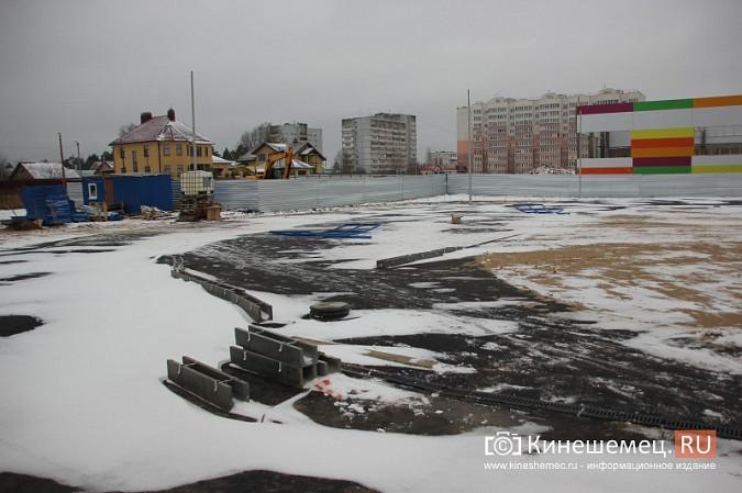Переживет ли зиму уложенное в ненастье покрытие мини-стадиона на ул.Гагарина? фото 5
