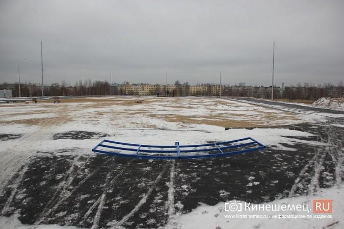 Переживет ли зиму уложенное в ненастье покрытие мини-стадиона на ул.Гагарина? фото 3