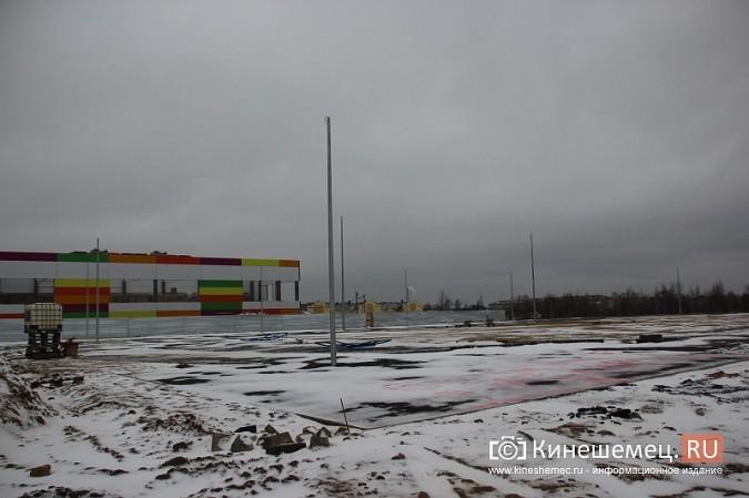 Переживет ли зиму уложенное в ненастье покрытие мини-стадиона на ул.Гагарина? фото 4