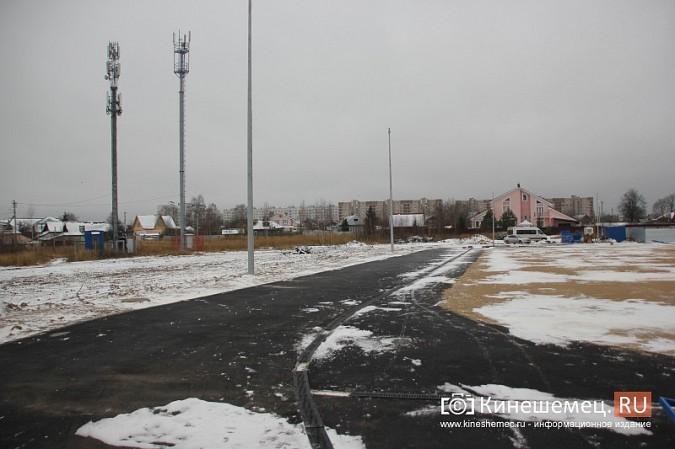 Переживет ли зиму уложенное в ненастье покрытие мини-стадиона на ул.Гагарина? фото 9