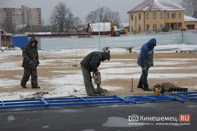 Переживет ли зиму уложенное в ненастье покрытие мини-стадиона на ул.Гагарина? фото 11