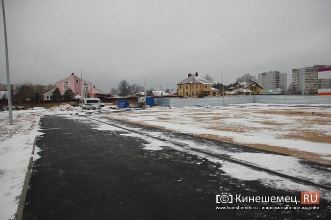 Переживет ли зиму уложенное в ненастье покрытие мини-стадиона на ул.Гагарина? фото 7