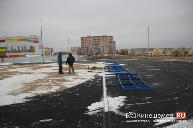 Переживет ли зиму уложенное в ненастье покрытие мини-стадиона на ул.Гагарина? фото 8
