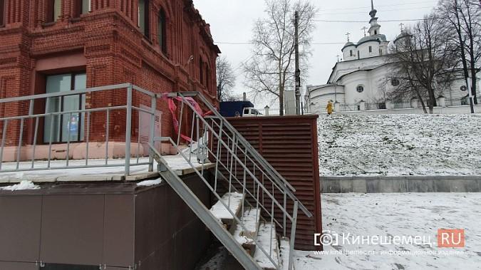Лестница у Красных торговых рядов находится в аварийном состоянии фото 3