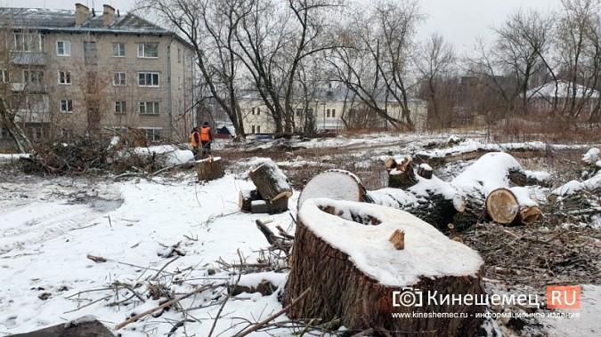 На ул.Островского УГХ расчищает место под строительство офтальмологического центра фото 2