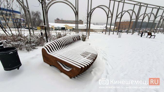 В центре Кинешмы приступили к сборке еще трех скамеек за миллион фото 3