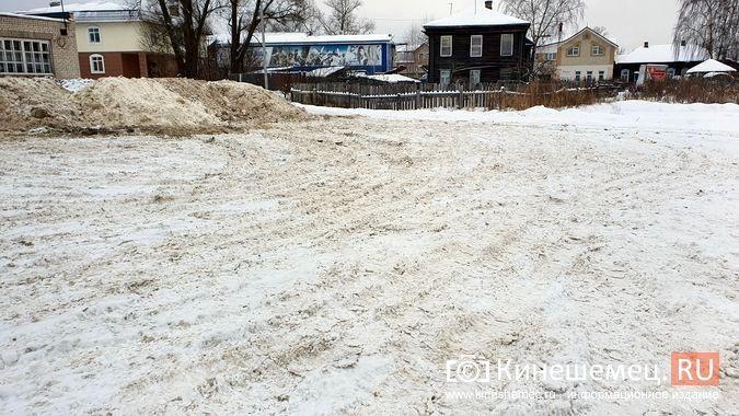 В Кинешме грязный снег свозят на муниципальную парковку у реки на ул.Рылеевской фото 6