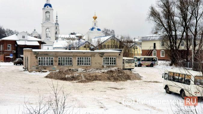 В Кинешме грязный снег свозят на муниципальную парковку у реки на ул.Рылеевской фото 4