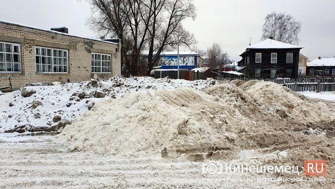 В Кинешме грязный снег свозят на муниципальную парковку у реки на ул.Рылеевской фото 7