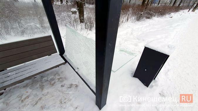 В Кинешме вандалы начали крушить новые остановочные павильоны фото 6
