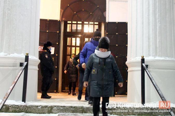В православных храмах Кинешмы прошли рождественские службы фото 23