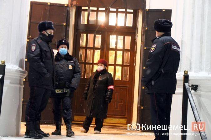 В православных храмах Кинешмы прошли рождественские службы фото 25