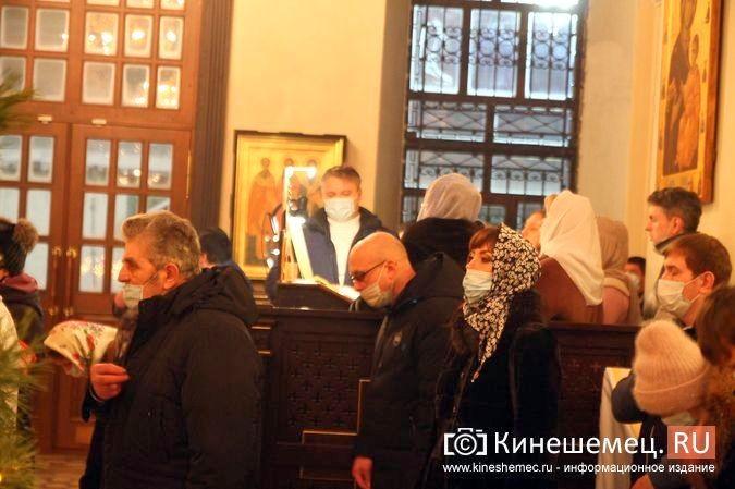 В православных храмах Кинешмы прошли рождественские службы фото 12
