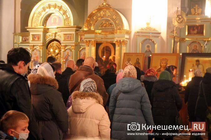 В православных храмах Кинешмы прошли рождественские службы фото 6