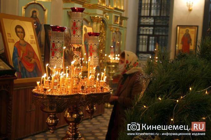 В православных храмах Кинешмы прошли рождественские службы фото 13