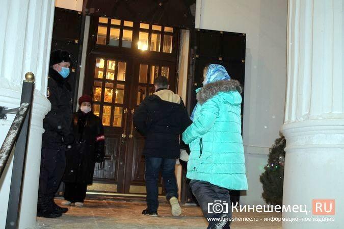 В православных храмах Кинешмы прошли рождественские службы фото 24