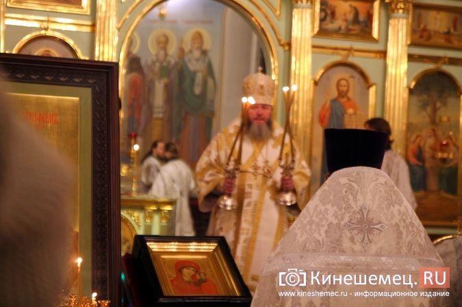 В православных храмах Кинешмы прошли рождественские службы фото 17
