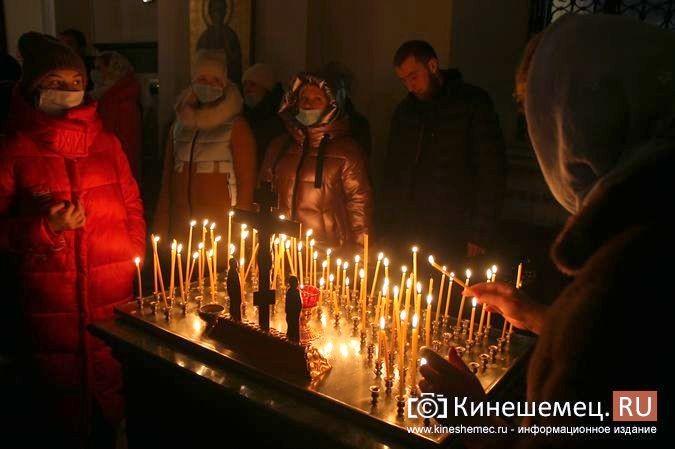 В православных храмах Кинешмы прошли рождественские службы фото 4