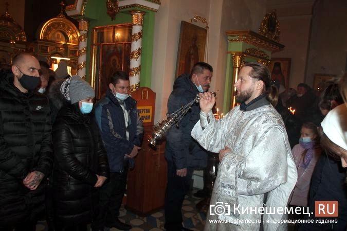 В православных храмах Кинешмы прошли рождественские службы фото 5