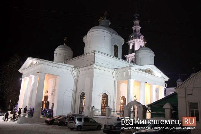 В православных храмах Кинешмы прошли рождественские службы фото 26
