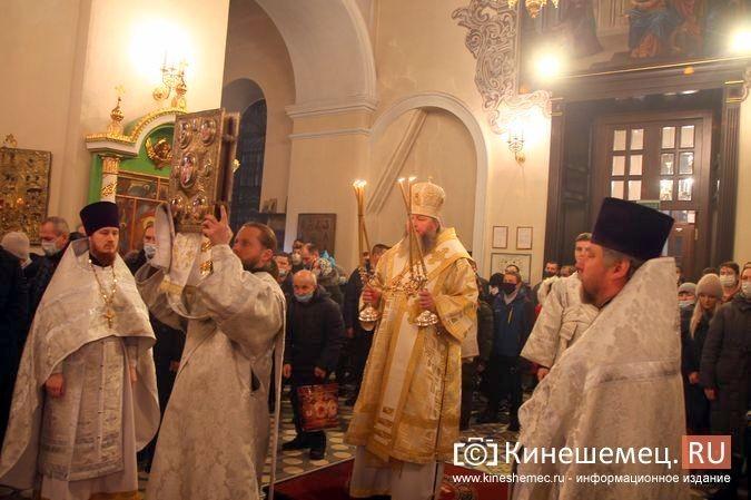 В православных храмах Кинешмы прошли рождественские службы фото 15