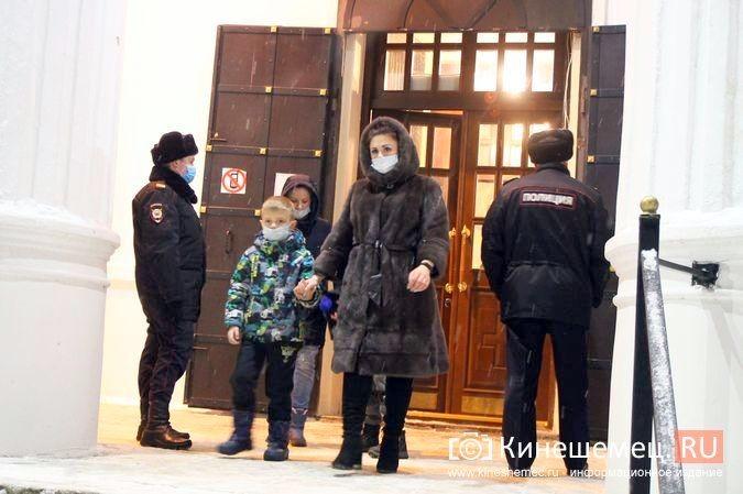 В православных храмах Кинешмы прошли рождественские службы фото 22