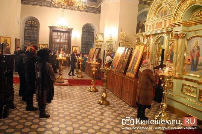 В православных храмах Кинешмы прошли рождественские службы фото 18