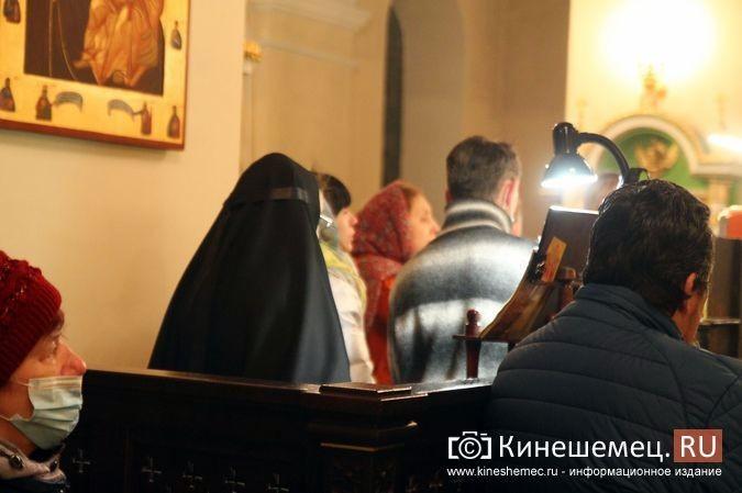 В православных храмах Кинешмы прошли рождественские службы фото 20