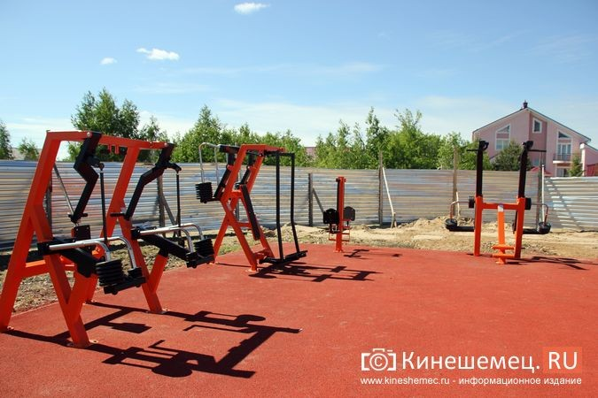 В Кинешме открыли новый мини-стадион с беговыми дорожками и футбольным полем фото 24