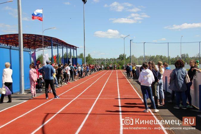 В Кинешме открыли новый мини-стадион с беговыми дорожками и футбольным полем фото 22