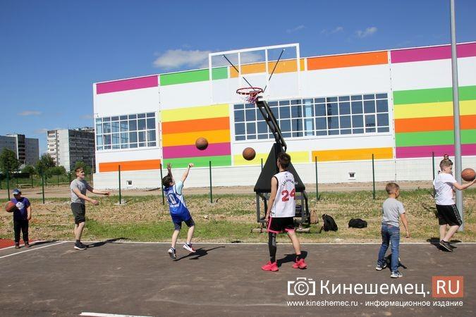 В Кинешме открыли новый мини-стадион с беговыми дорожками и футбольным полем фото 20