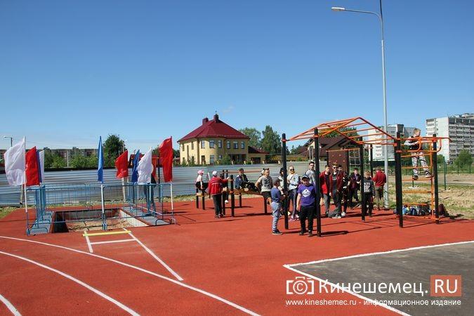 В Кинешме открыли новый мини-стадион с беговыми дорожками и футбольным полем фото 3
