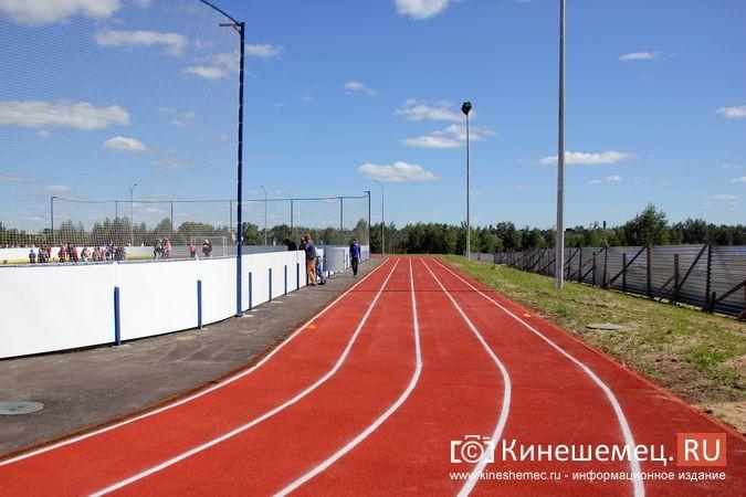 В Кинешме открыли новый мини-стадион с беговыми дорожками и футбольным полем фото 23