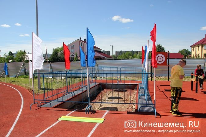 В Кинешме открыли новый мини-стадион с беговыми дорожками и футбольным полем фото 17