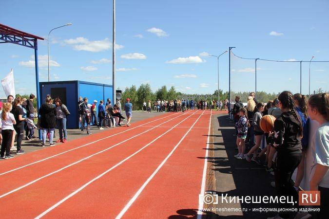 В Кинешме открыли новый мини-стадион с беговыми дорожками и футбольным полем фото 14