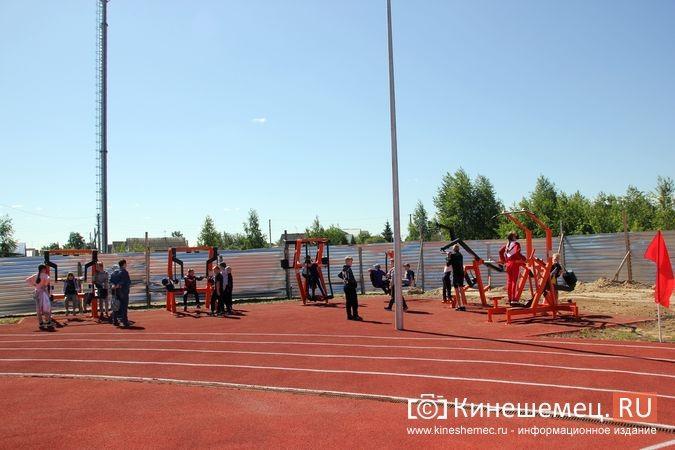 В Кинешме открыли новый мини-стадион с беговыми дорожками и футбольным полем фото 5