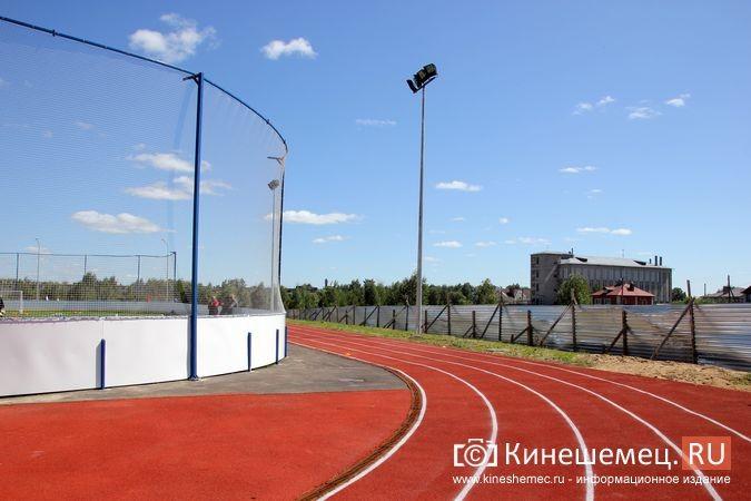 В Кинешме открыли новый мини-стадион с беговыми дорожками и футбольным полем фото 25