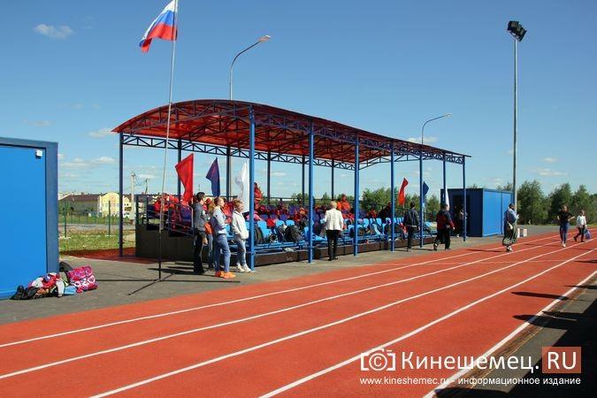 В Кинешме открыли новый мини-стадион с беговыми дорожками и футбольным полем фото 8