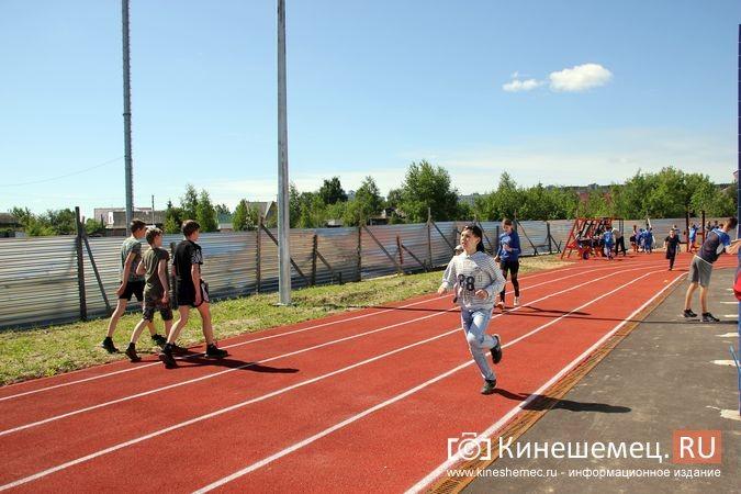В Кинешме открыли новый мини-стадион с беговыми дорожками и футбольным полем фото 12