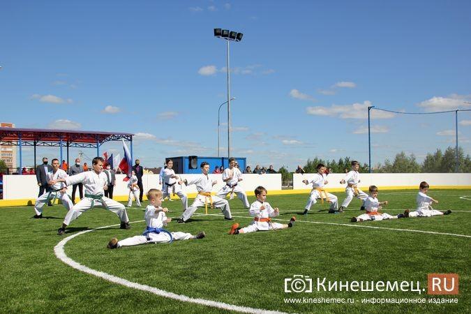 В Кинешме открыли новый мини-стадион с беговыми дорожками и футбольным полем фото 11