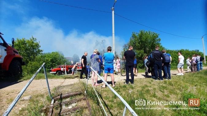 Пожарные расчеты Кинешмы стянуты на тушение дома в историческом центре города фото 8