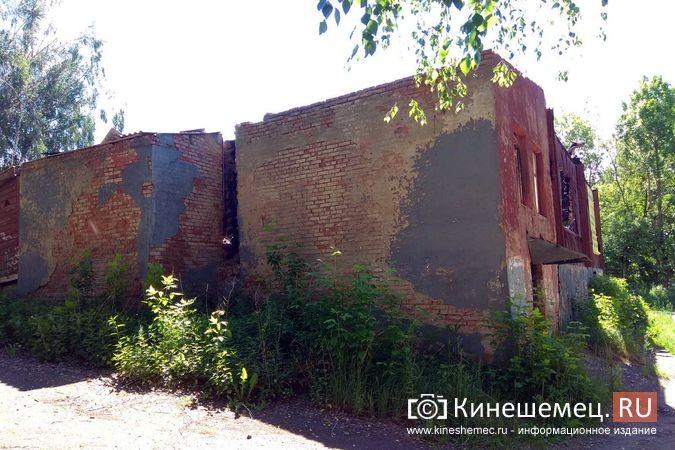 Жители с ул.Веснина в «Озерках» требуют сноса развалин на месте сгоревшего швейного цеха фото 5