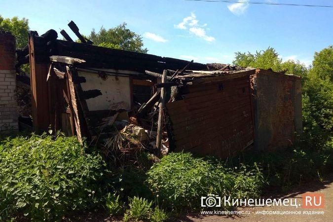 Жители с ул.Веснина в «Озерках» требуют сноса развалин на месте сгоревшего швейного цеха фото 4