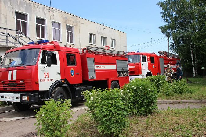Спасатели на «удовлетворительно» справились с задачей спасения людей из горящего ГДК фото 8