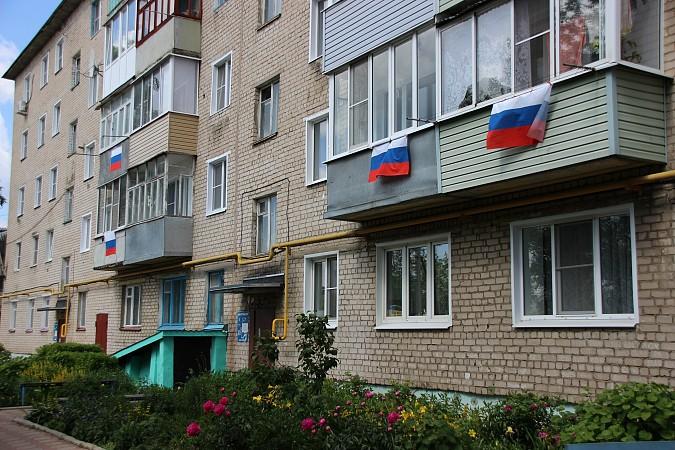 12 июня жители Кинешмы вывесили сотни флагов Российской Федерации на окна своих домов фото 7