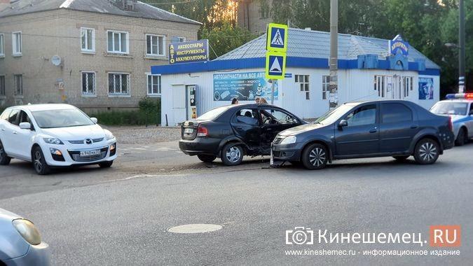 На пересечении улиц Сеченова и 50-летия Комсомола произошло очередное серьезное ДТП фото 2