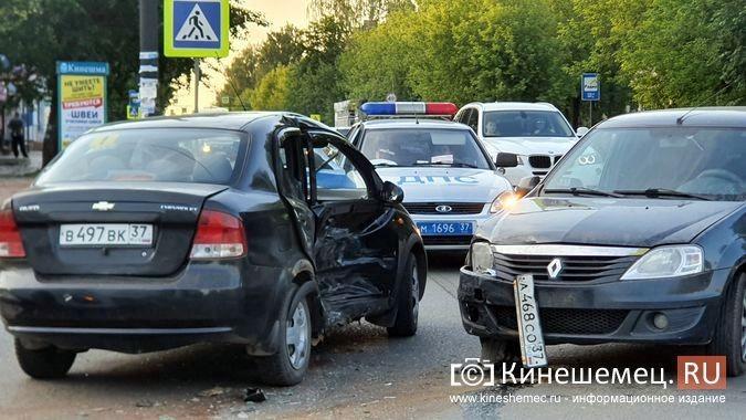 На пересечении улиц Сеченова и 50-летия Комсомола произошло очередное серьезное ДТП фото 4
